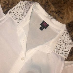 2b Bebe cold shoulder white dress top with buttons
